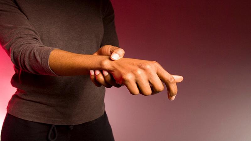علت رگ به رگ شدن مچ دست